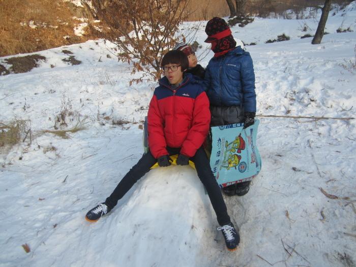6모둠활동-눈썰매장 (6).JPG
